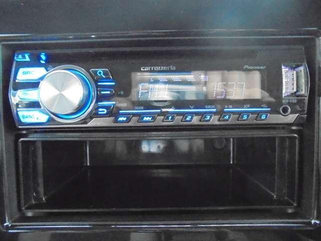 カロッツェリア製CDチューナー装着車!USB入力端子付きなので、スマホや音楽プレーヤーも接続可能です!!