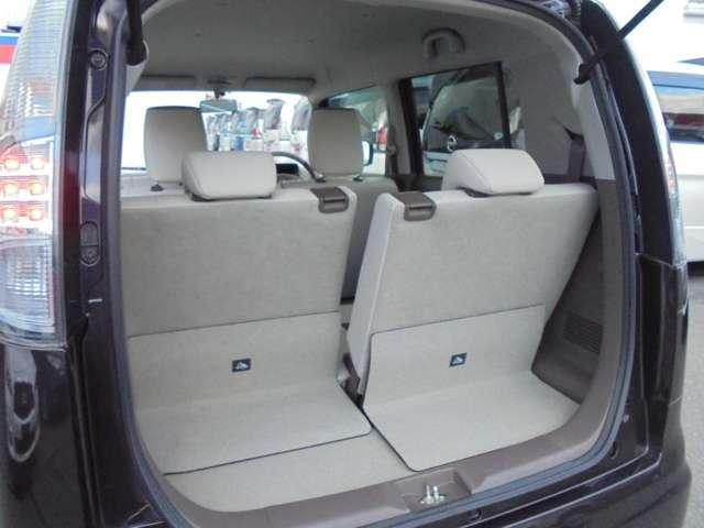 後席シートは、前後スライド機構付き!乗車人数や積み込むお荷物の量に応じて、シートアレンジが可能です!!