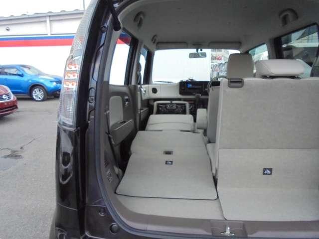 助手席側前後シートを畳み込めば、長尺モノも収容可能になります!!