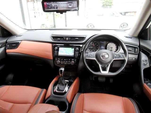 20Xi レザーエディション Vセレクション 4WD プロパイロット ニッサンコネクトナビ フルセグTV アラウンドビューモニター タンレザーシート 前後シートヒーター 前席パワーシート 電動バックドア エマージェンシーブレーキ(3枚目)