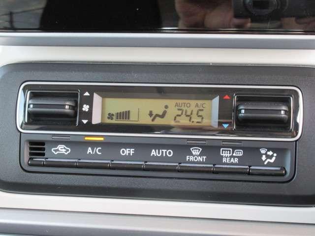 オートエアコンを搭載しています!走行中に安全に温度の調整ができるようにダイヤルをシルバーで加飾し、視線の移動を極力少なくすることで安全運転に貢献しています!