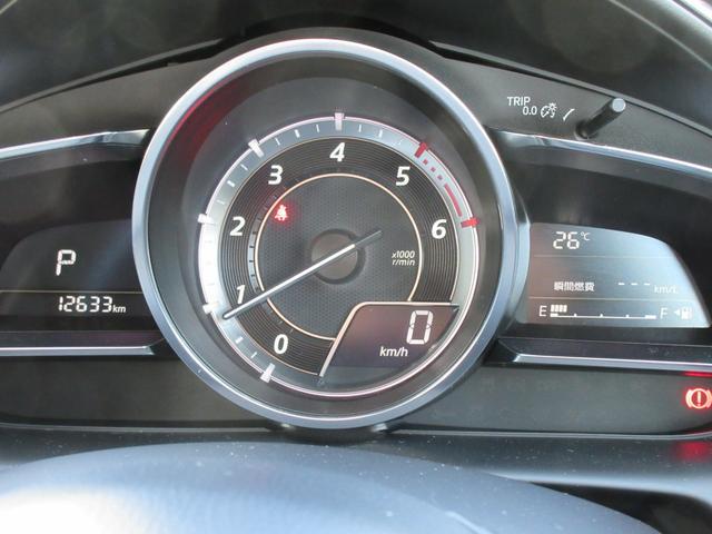 車速やナビゲーションのルート誘導など走行時に必要な情報を表示。視線の移動と眼の焦点調節が少なくて済みます