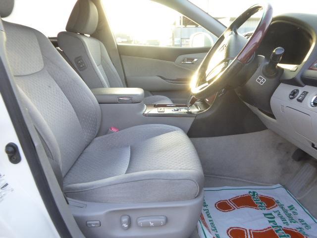 パワーシートで座席も思い通りに調整できます!!