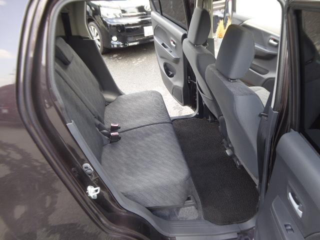 セカンドシートも従来とは違う子供から大人までゆったり座れる設計!スライド式、背もたれも調整可能です!