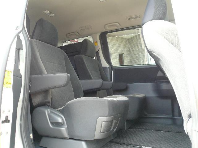 セカンドシートはキャプテンシートで回転機能もございます!