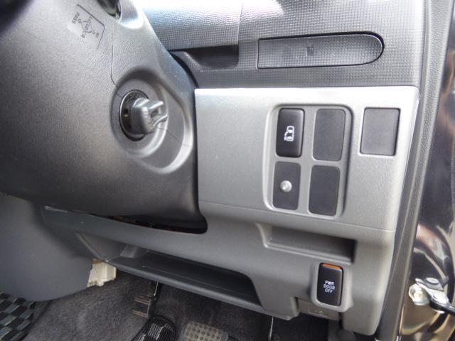 車内からのボタン操作でスライドドアの開閉もOK!!