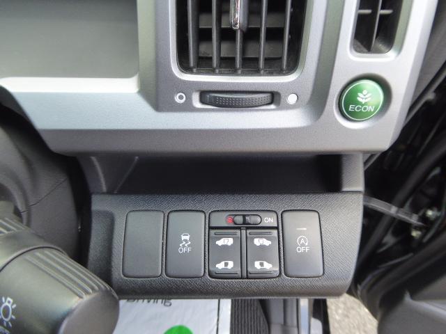 両側電動スライドボタンにアイドリングストップ機能、横滑り防止ボタンです!!