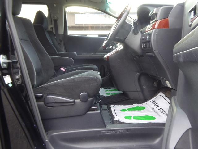 運転席シートには上下に可動調整できる機能あります!!