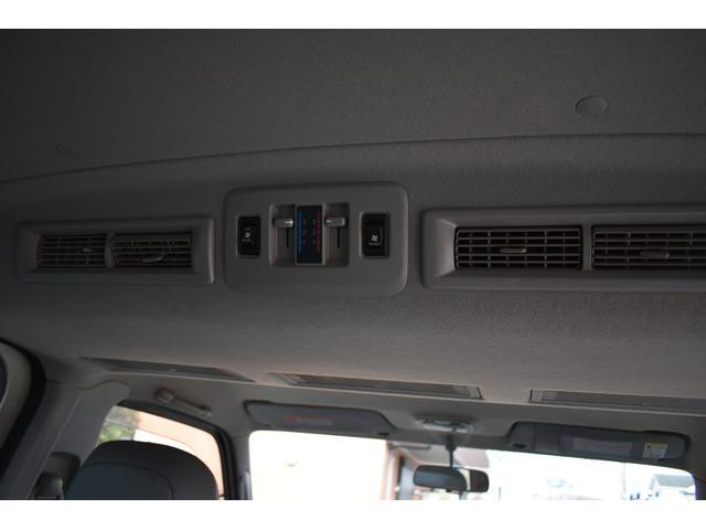 ■Wエアコンですので後席も荷室も快適な室温に保てます■