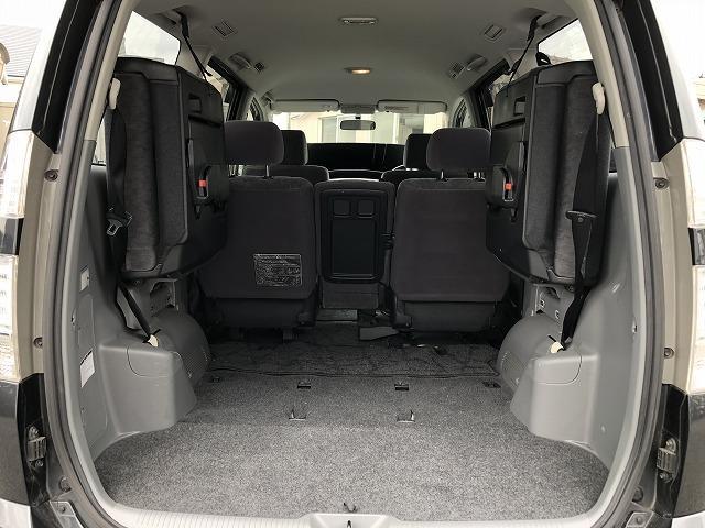 後席を格納すれば荷室も広々!お買い物、レジャー等幅広く使える1台です!