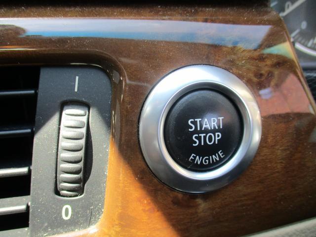320i 社外ナビゲーションETCウッドパネルHIDキセノンライト プッシュスターターポタン純正キーレス新車整備手帳 保証書 正規ディーラー車(13枚目)