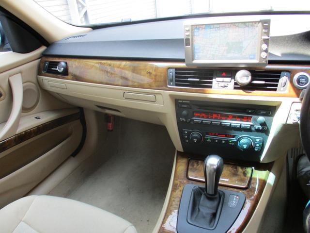 320i 社外ナビゲーションETCウッドパネルHIDキセノンライト プッシュスターターポタン純正キーレス新車整備手帳 保証書 正規ディーラー車(15枚目)
