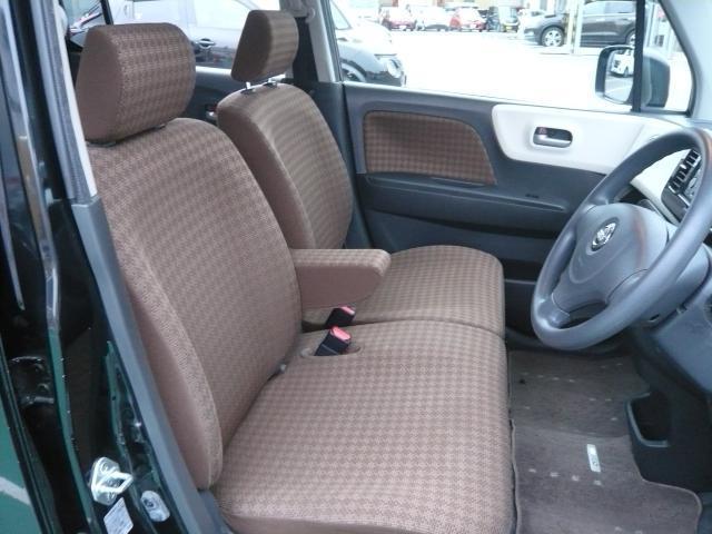 運転席もゆったりとお座り頂けます。