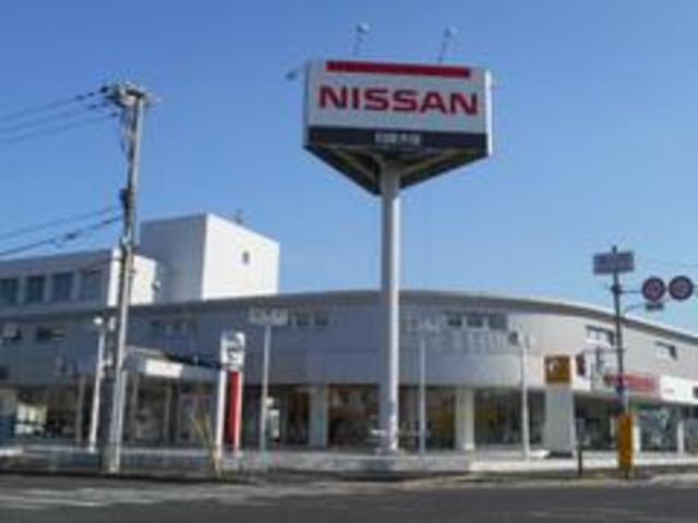 すべてのお客様に満足していただきたい思いをモットーに同一敷地内に中古車・新車・ルノーの3店舗を構えたオートモール型店に生まれ変わりました。