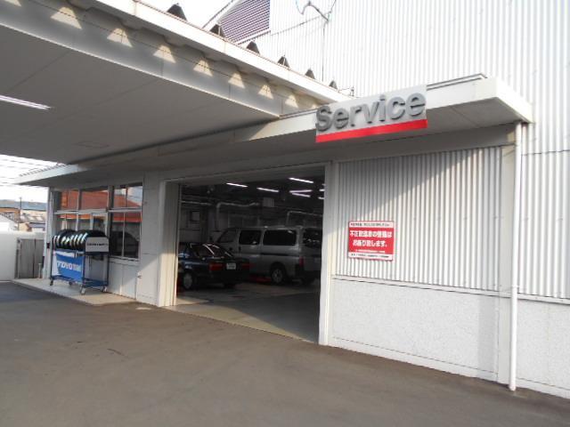 UCARS堺店はサービス工場併設で購入後のアフターメンテナンスもお任せください。