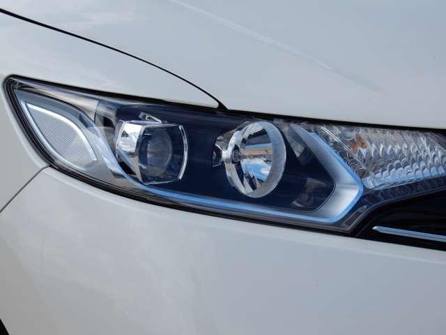 瞬時に輝度がMax。発熱量も少なく省電力です。オートライトコントロール機能付きなので、夜間ドライブもより安全に楽しめます