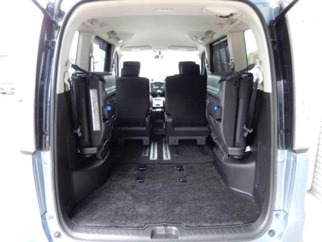 後部座席を収納すると広いスペースの出来上がりです。さまざまな用途でお使いいただけます。