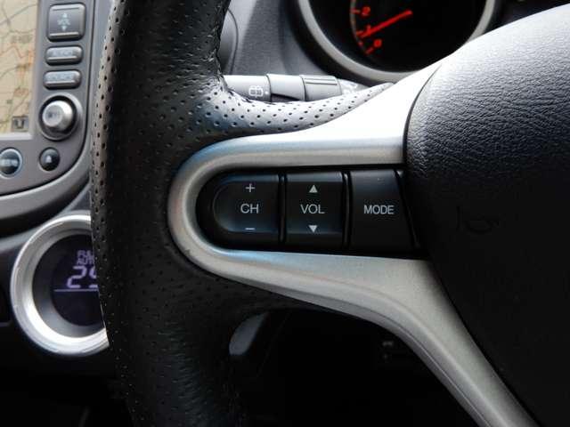 ハンドル部分にオーディオ操作が出来るスイッチが装備。視線を逸らさずオーディオ操作ができて安全運転にも繋がります。