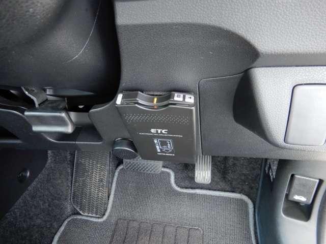 ETC 高速道路のご利用時にとても便利なETC車載器付。カードをセットするだけで高速道路を利用でき、お財布にも優しく,料金所をノンストップで通過でき便利です。