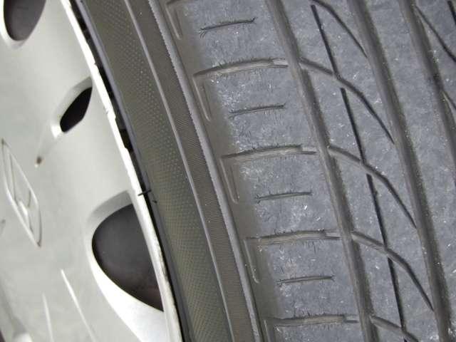 タイヤの残り溝がたっぷりございます。足元コンディションのバロメーターとなっており、ご検討材料の重要な部分です。