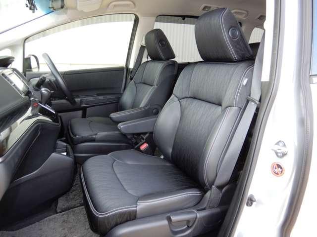 アブソルート専用コンビシート。シートも大きくロングドライブでも快適です。