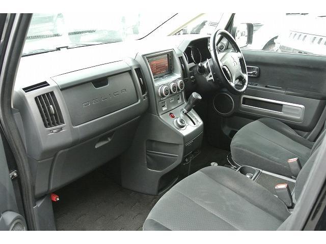 三菱 デリカD:5 G プレミアム4WD後席モニター
