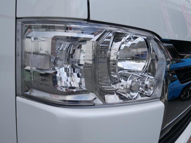 暗闇でも前方をくっきりと照らしてくれるLEDライトです。夜の運転でも安心ですね。LEDライトのメリットとして、「長寿命」「省電力」「最大光量までの点灯速度が早い」という3つの点があります。