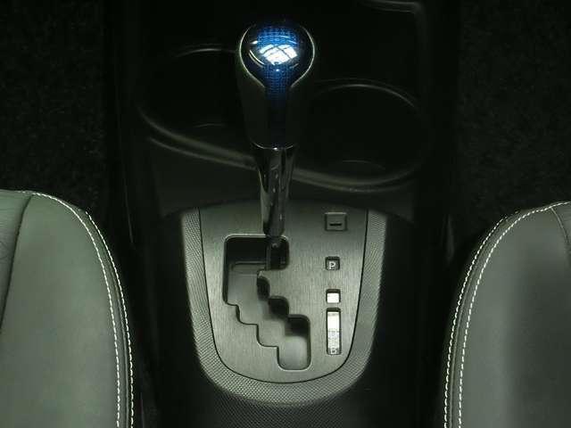 燃費に有利なCVTオートマです。