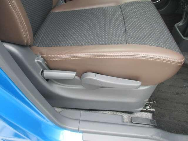 背の低い方でも最適なポジションに設定出来るシートリフター付きです。