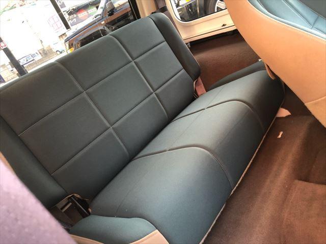 4人乗りのシート。