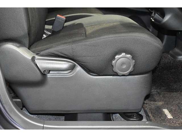 Tセーフティパッケージ フルセグナビ バックカメラ アルミホイール アイドリングストップ スマートキー シートヒーター(10枚目)
