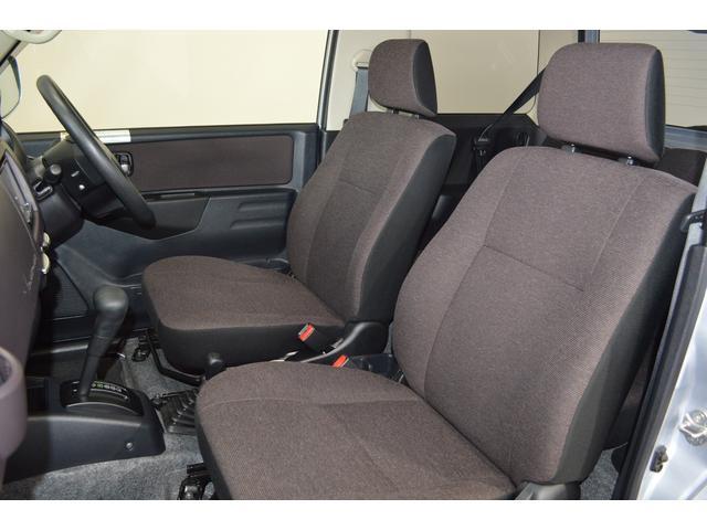 長距離でもゆったり運転できるフロントシート!