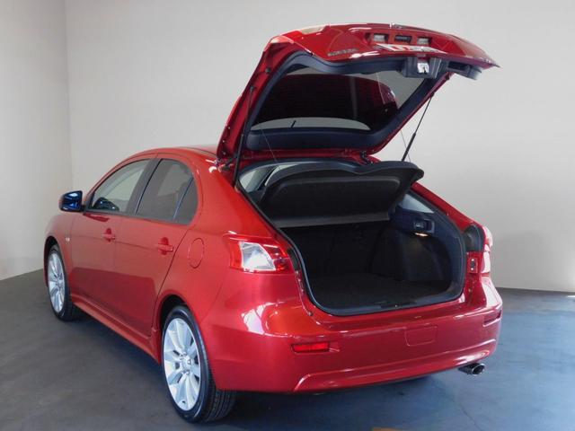 人気のお車はすぐに売約なってしまうケースが多いので、お車に関する詳細やお支払い価格などのお問合せはフリーダイヤルからお気軽にお電話ください。