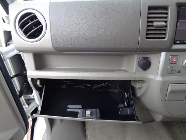 助手席の収納BOXです! ETC&USBケーブルはBOXの中にあります!