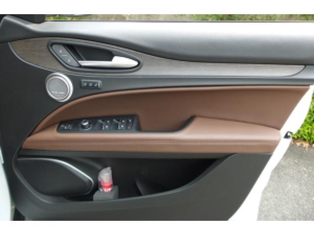 「アルファロメオ」「ステルヴィオ」「SUV・クロカン」「大阪府」の中古車32