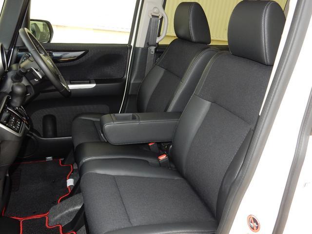 からだを包み込む様な形状で、ホールド感のあるフロントシート。しっかりと支えてくれるので、長時間の運転を快適にサポートしてくれます。もちろん足元もゆったりとしていますので、おくつろぎいただけます。