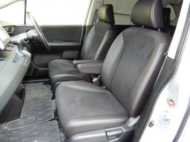 からだを包み込む様な形状で、ホールド感のあるフロントシート。しっかりと支えてくれるので、長時間の運転を快適にサポートしてくれます。