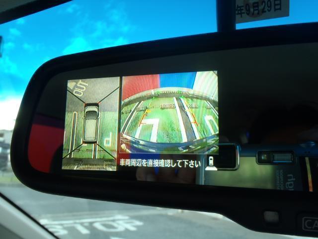 ルームミラーで確認できる上から丸見えの画像、車庫入れも楽々ですよ。