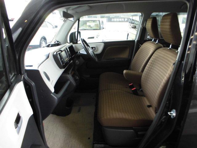 広々ゆったり前席シート廻り。 助手席のシートアレンジで便利な使い方ができます。
