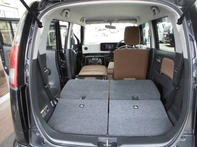 後席両側収納で大きなラゲッジスペースができあがります。