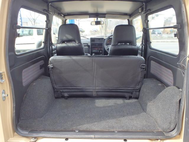 後部座席を使用してもご覧の通りに荷物スペースがあります