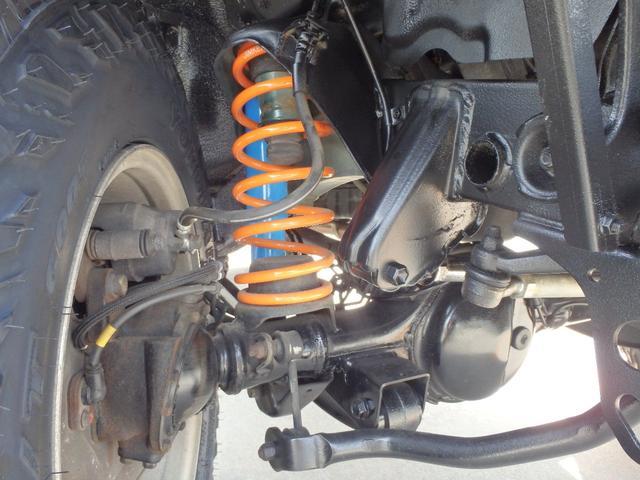 新品!JIMKENTACオリジナルの2インチアップサスペンションキットを惜しまず装着!コーナーリング性能も高レベルです!