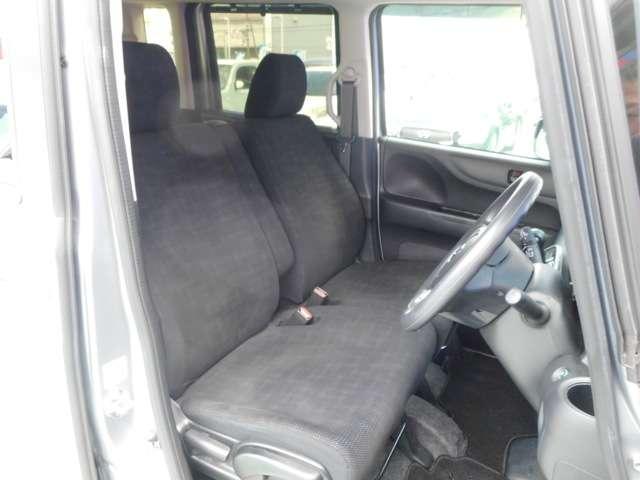 運転席も広々でゆったり気分で運転できます♪