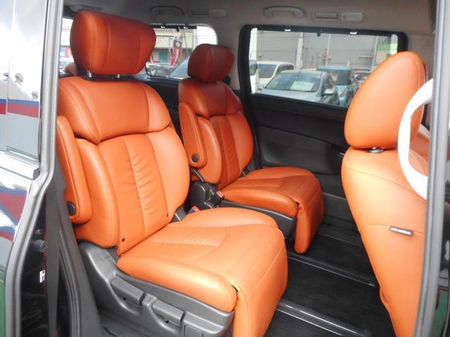 助手席&セカンドシートはオットマン付!長距離ドライブでも快適です。