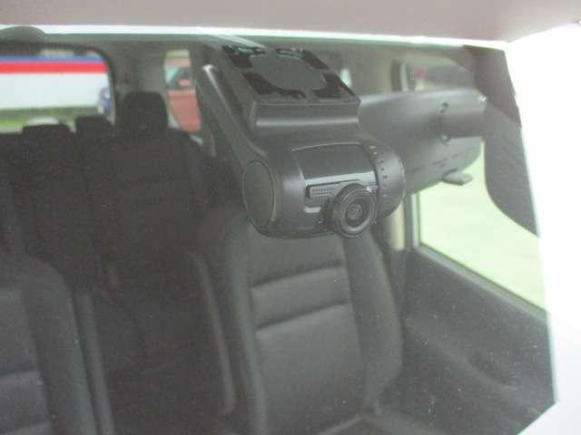 今、話題のドライブレコーダー!万一の事故の際に安心です。
