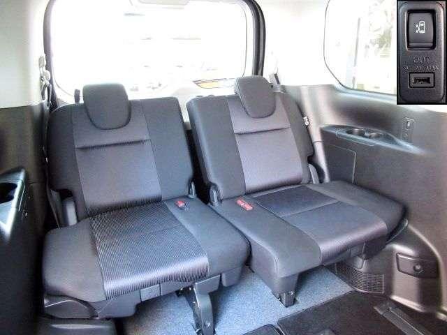 後席A/Cで後席も快適!ロールカーテンは日差しをカットしながら換気も可能。セカンド・サードシートにはシートバックテーブル。USB電源も装備。ワンタッチオープンスライドドアはお子様でも楽々操作。