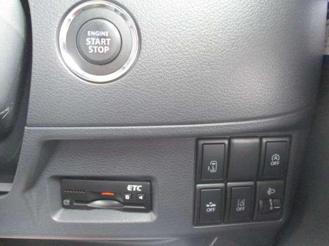キーを取り出さなくても、エンジン始動がワンプッシュで出来ます。