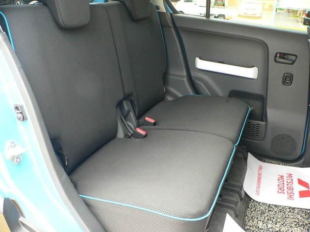 ブラックシートに青のパイピングはとてもおしゃれです。