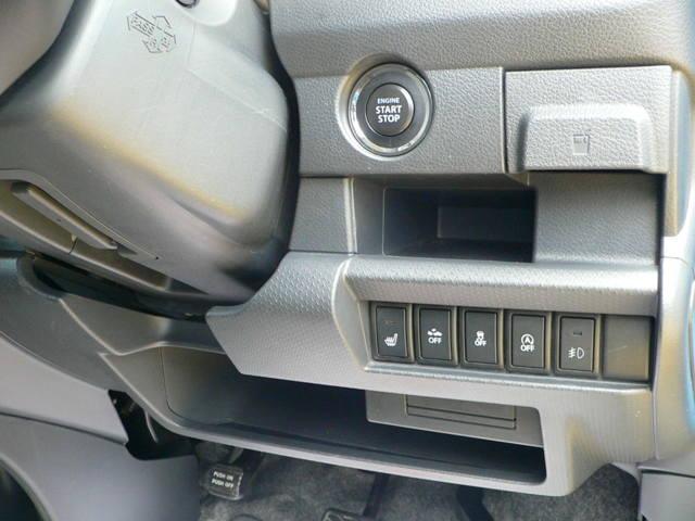 ブレーキを踏みながらスイッチを押すと、簡単にエンジンの始動・停止ができます。