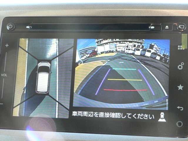 全方位モニター付きで駐車も安心です。 まるで自車を真上から見ているような映像が映し出されます。
